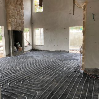 התקנת חימום תת רצפתי על בסיס מים במיתר