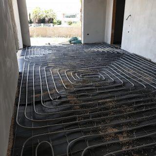 התקנת חימום תת רצפתי על בסיס מים בקיסריה